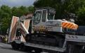 Plateau blanc avec excavatrice Protection civile